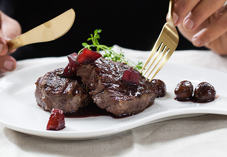 Beef fillet in chestnuts and red wine