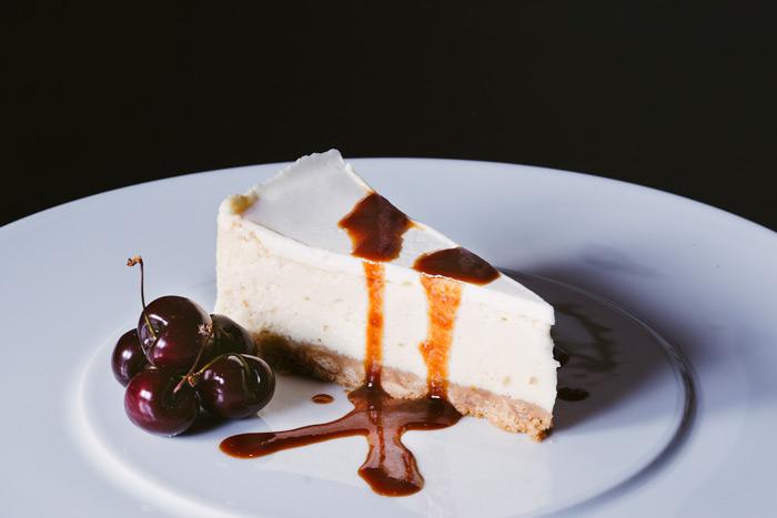 עוגת גבינה ושוקולד לבן עם ריבת חלב