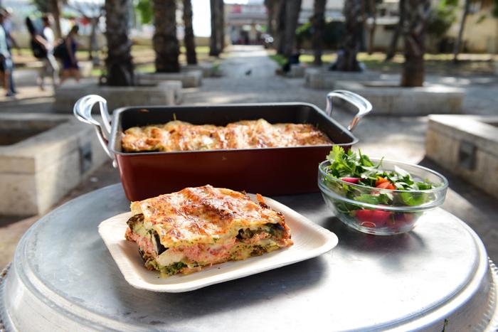 לזניית חצילים עם גבינה ספרדית וגרנה פדנו של אהרוני
