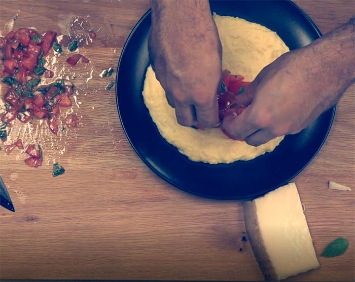 פולנטה מהירה עם עגבניות