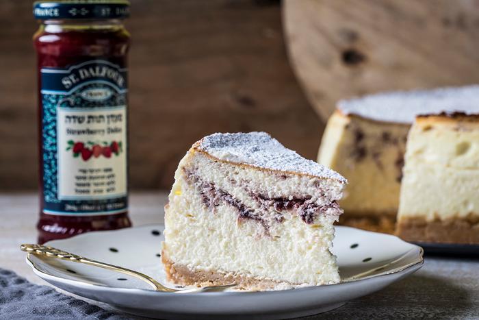 עוגת שכבות של עוגיות חמאה וקרם גבינה