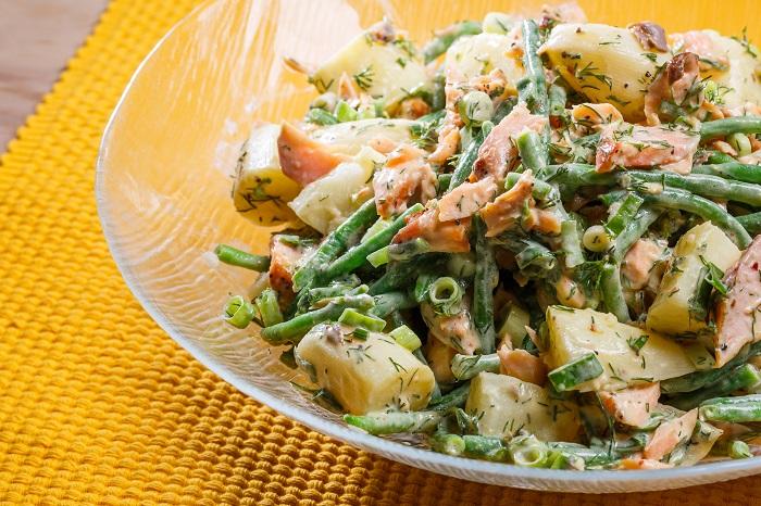 סלט תפוחי אדמה עם סלמון ושעועית ירוקה