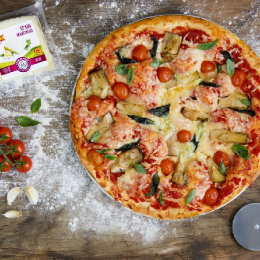 פיצה 4 גבינות עם ארטישוק ועגבניות שרי