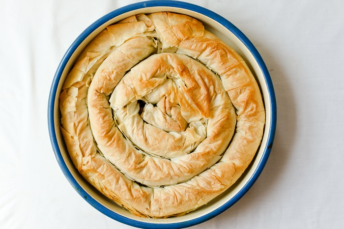 צ'וקורו – שבלול פילו ענק במילוי גבינות, חצילים ופלפל אדום
