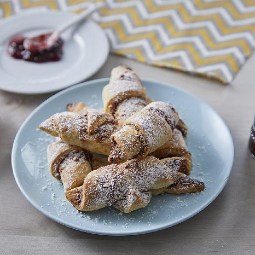 עוגיות רוגלך מבצק פריך במילוי מעדן תות וקוקוס