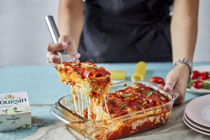 קנלוני במילוי גבינות ורוטב עגבניות