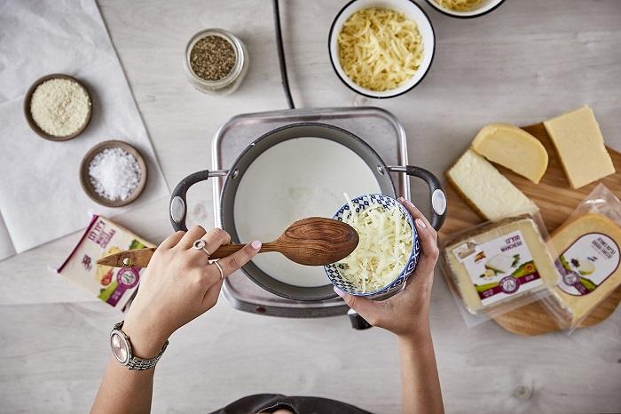 פרעצלס בייטס עם מטבל גבינות נמסות