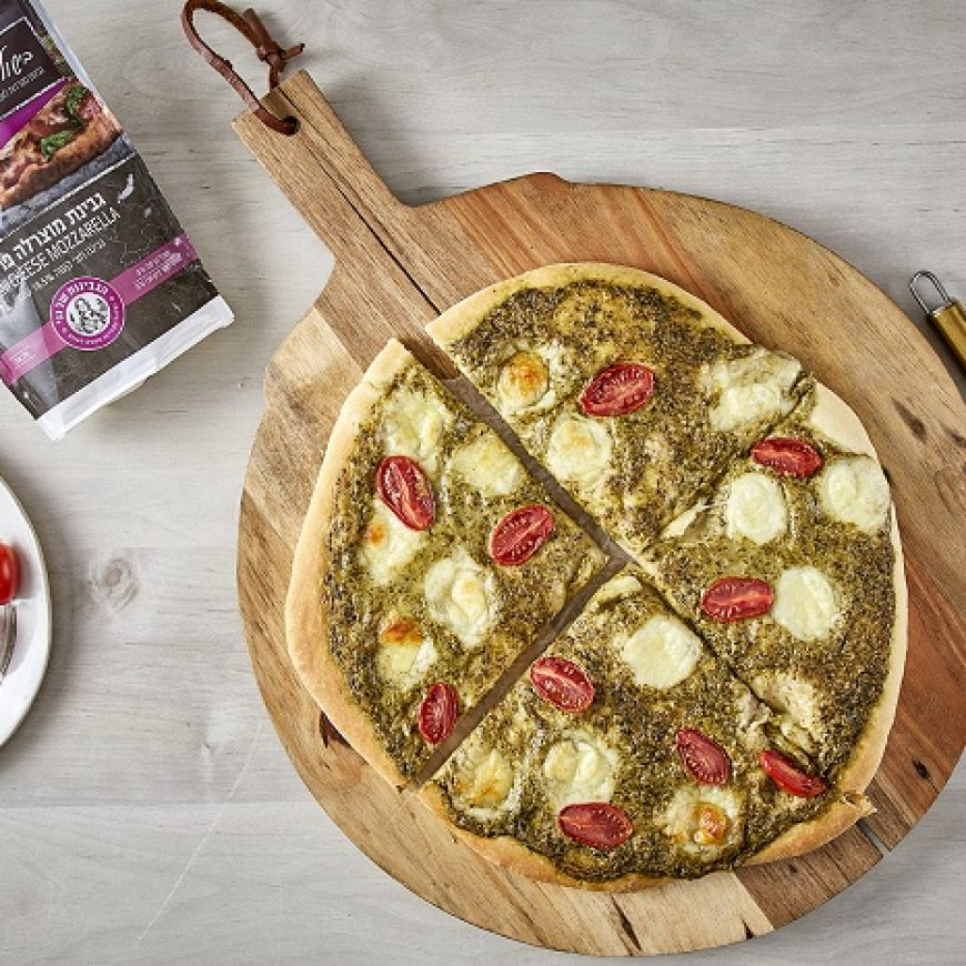 פיצה פסטו ובייבי מוצרלה